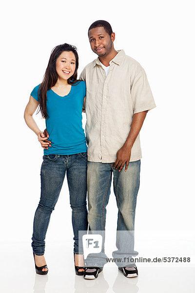 Gemischte Abstammung Couple Standing against white background