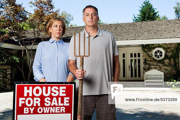 Außenaufnahme stehend Lifestyle Eigentum kaufen reifer Erwachsene reife Erwachsene amerikanisch Gotik
