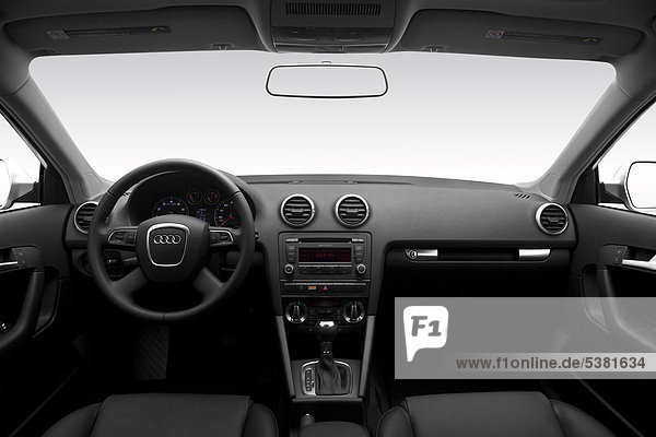 2012 Audi A3 2.0T Premium in Silber - Armaturenbrett  Mittelkonsole  Getriebe Schalthebel anzeigen