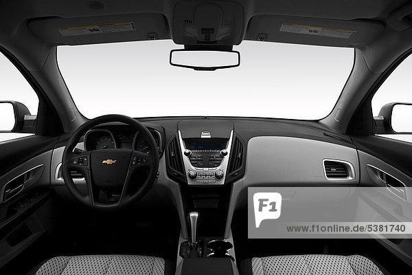 2012 Chevrolet Equinox LS in Silber - Armaturenbrett  Mittelkonsole  Getriebe Schalthebel anzeigen
