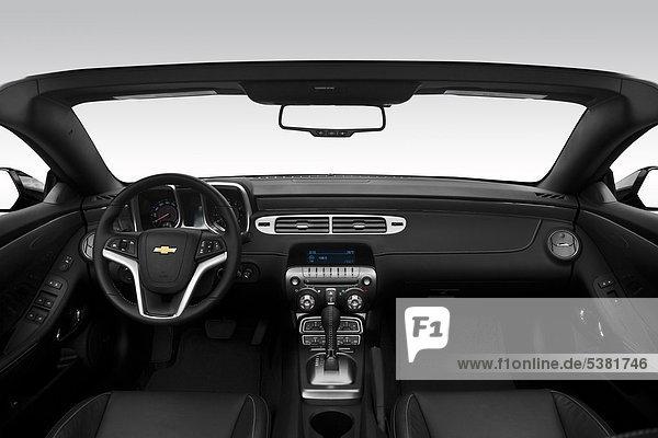 2012 Chevrolet Camaro 2LT in schwarz - Armaturenbrett  Mittelkonsole  Getriebe Schalthebel anzeigen