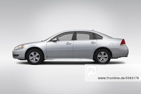 2012 Chevrolet Impala LS in Silber - Treiber Seite Profil