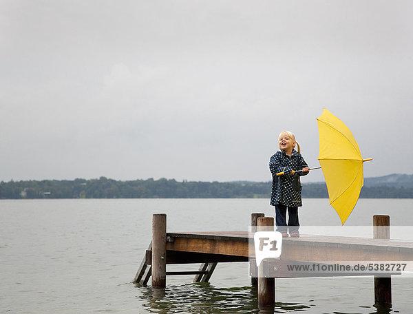 Regenschirm, Schirm ,gelb ,halten ,Dock ,Mädchen