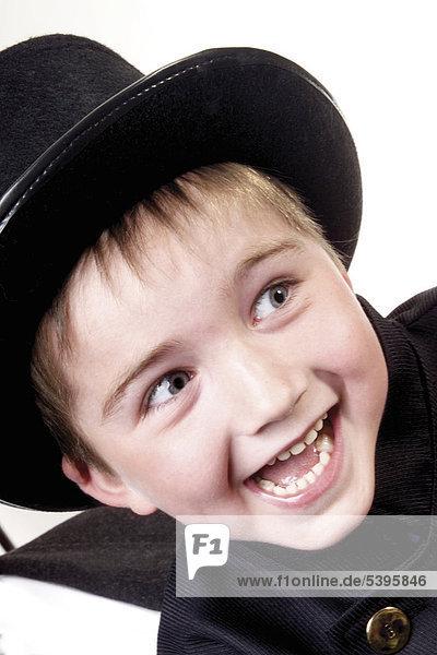 Junge verkleidet als Schornsteinfeger