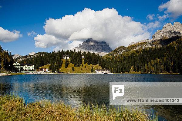 Misurinasee oder Lago di Misurina in den Dolomiten  Italien  Europa