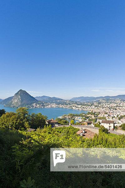 Blick auf Lugano und Luganer See  Luganersee  Lago di Lugano  Tessin  Schweiz  Europa