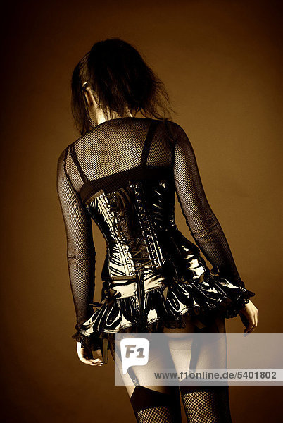 Frau  Gothic  Rücken  Po  Lackkorsett