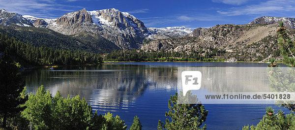 Panorama  Juni Lake  Sierra Nevada  Berge  Juni  See  Schleife  in der Nähe von Lee Vining  California  USA  USA  America  Gebirge  Landschaft