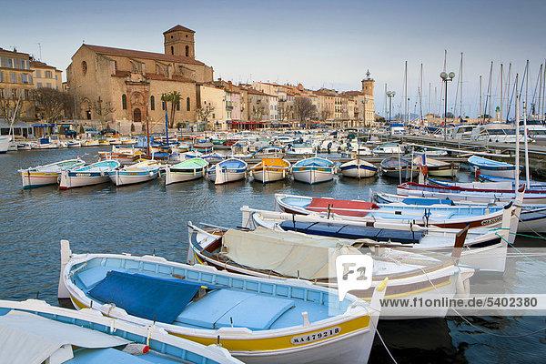 Hafen Frankreich Europa Wohnhaus Gebäude Stadt Großstadt Boot Meer Kirche Provence - Alpes-Cote d Azur La Ciotat Mittelmeer