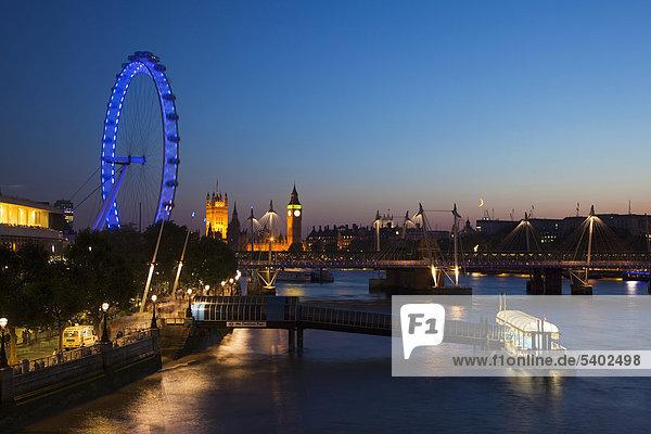 Europa Großbritannien London Hauptstadt Halle Fluss Themse Monarchie groß großes großer große großen Ansicht Festival Big Ben Abenddämmerung England Houses of Parliament