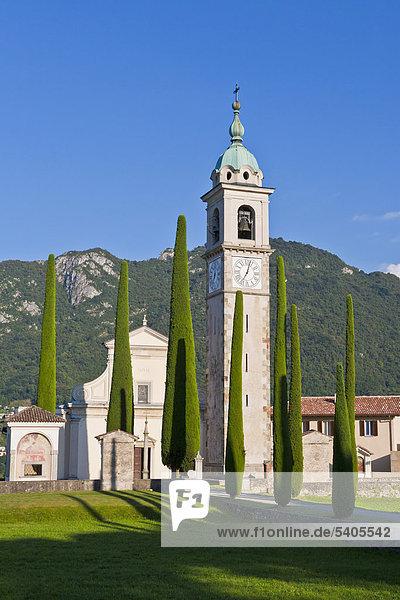 Kirche Sant Abbondio  Zypressenallee  in Gentilino  Tessin  Schweiz  Europa