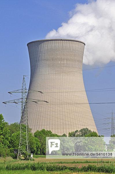 Atomkraftwerk Kühlturm Kernenergie Europa Energie energiegeladen Wirtschaft Produktion Energiewirtschaft Atom Bayern Elektrizität Strom Deutschland Gundremmingen Stärke