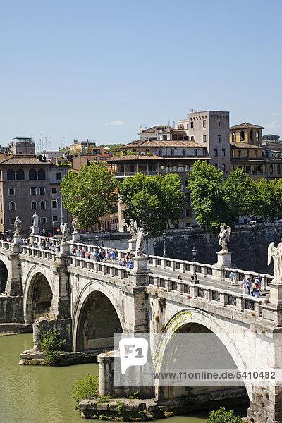 Europa  Italien  Rom  Sant' Angelo  Ponte S'Angelo  Brücke  Tiber River  Fluss  Tourismus  Urlaub  Urlaub
