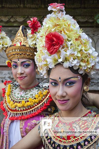 Indonesia  Asia  Bali Island  Batubulan  Temple  Barong  Dance  woman  Actors  colourful  young  artist  tradition  show