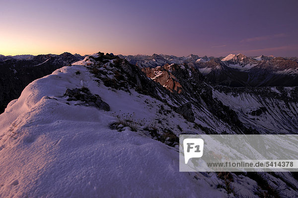 Bergpanorama bei Sonnenaufgang  Reutte  Außerfern  Tirol  Österreich  Europa