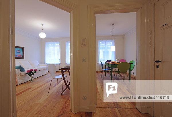 am Tisch essen Zimmer Apartment Wohnzimmer
