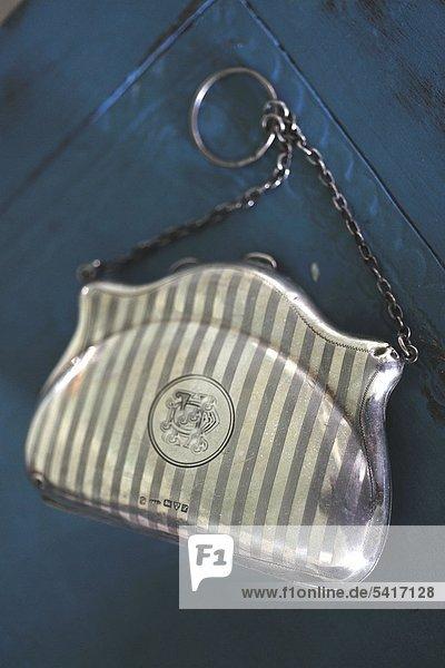 Elegante Handtasche mit Kette