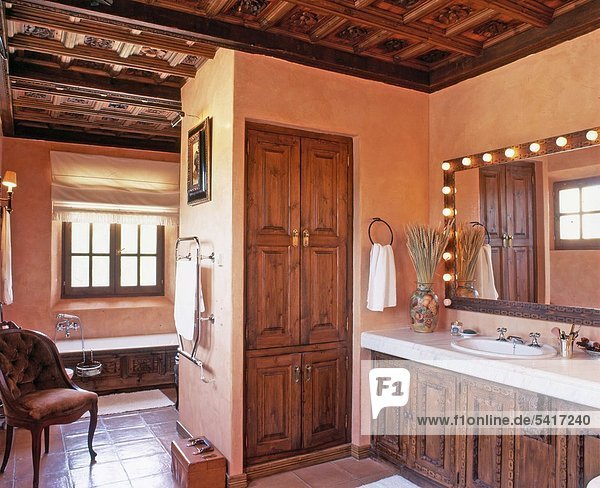 am tag bad badewanne badezimmer balearen balearische inseln lizenzfreies bild bildagentur. Black Bedroom Furniture Sets. Home Design Ideas