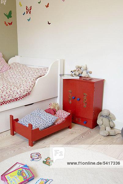 Kinderzimmer mit Puppen Bett