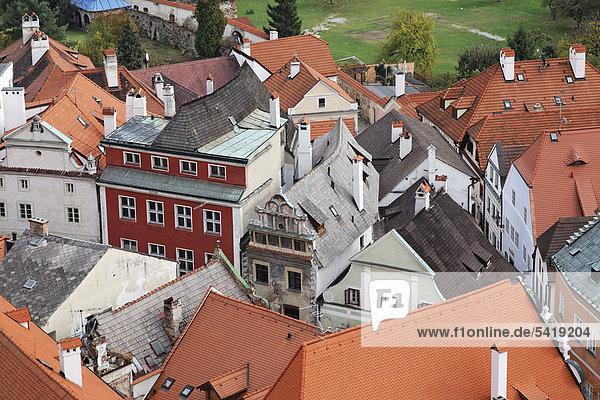 Views across the rooftops of Cesky Krumlov  UNESCO World Heritage Site  South Bohemia  Bohemia  Czech Republic  Europe