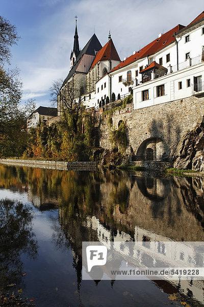 St Vitus Church and the facade of five-star Hotel Ruze reflected in the Vltava river  Cesky Krumlov  UNESCO World Heritage Site  South Bohemia  Bohemia  Czech Republic  Europe