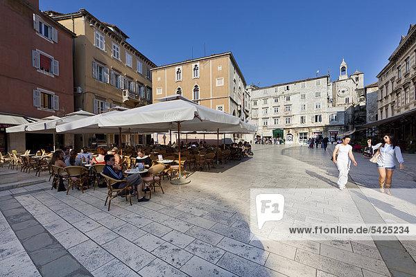 Historic town centre with restaurants  Narodni Trg  People's Square  looking towards Porta Ferrea  Iron Gate  Split  Central Dalmatia  Dalmatia  Adriatic coast  Croatia  Europe  PublicGround