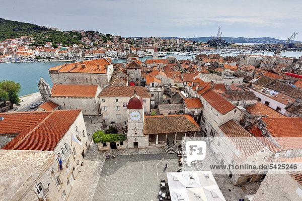 Romanische Kirche Johannes des Täufers  Kathedralplatz  Altstadt  UNESCO Weltkulturerbe  Trogir  Region Split  Mitteldalmatien  Dalmatien  Adriaküste  Kroatien  Europa  ÖffentlicherGrund