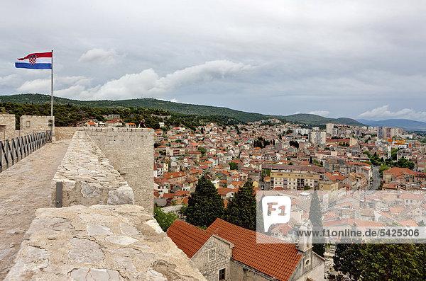 Blick von der Burg auf Sibenik  Mitteldalmatien  Dalmatien  Adriaküste  Kroatien  Europa  ÖffentlicherGrund