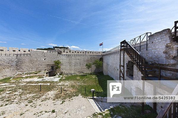 Die Burg von Sibenik  Mitteldalmatien  Dalmatien  Adriaküste  Kroatien  Europa  ÖffentlicherGrund