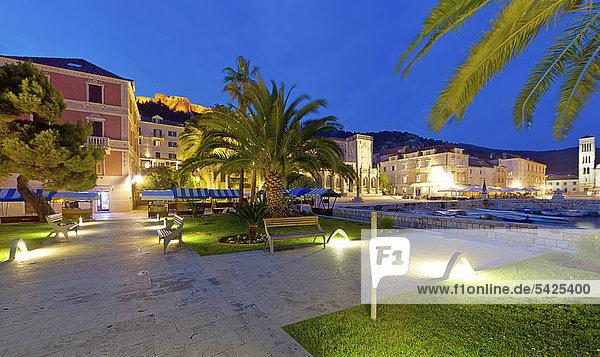 Hafenpromenade am Stefansplatz  Stadt Hvar  Insel Hvar  Mitteldalmatien  Dalmatien  Adriaküste  Kroatien  Europa  ÖffentlicherGrund