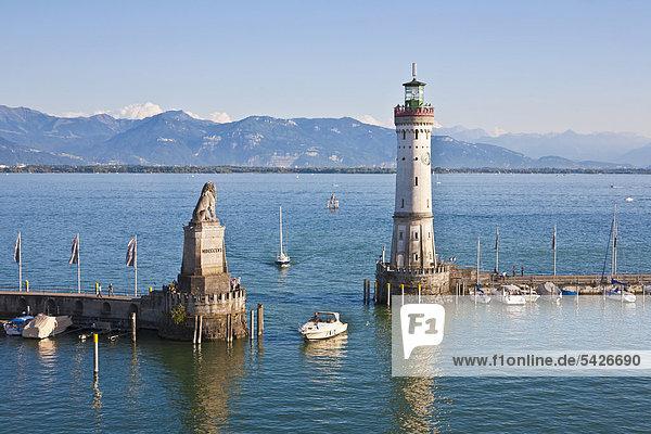 Hafeneinfahrt Hafen Europa Boot Leuchtturm Bodensee Bayern Deutschland Lindau
