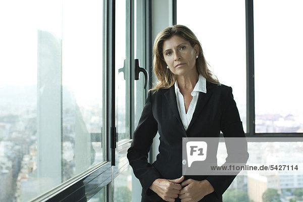Geschäftsfrau im Anzug