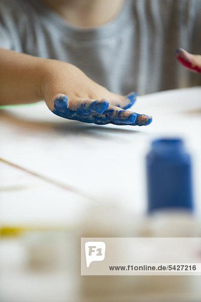 Kinderfingermalerei  beschnitten