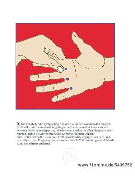 Eine Hand massiert die Handfläche der anderen Hand