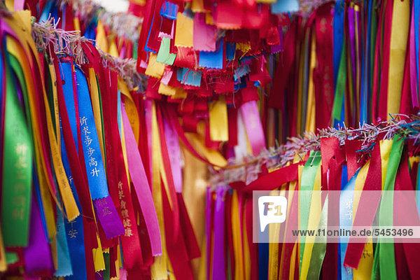 Detail der farbigen Gebetsbänder