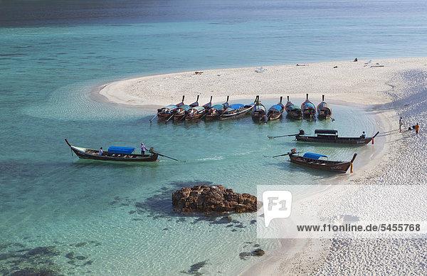 Der berühmte weiße Sandstrand  ein Strandabschnitt des Sunrise Beach  Insel Ko Lipe  Thailand  Asien