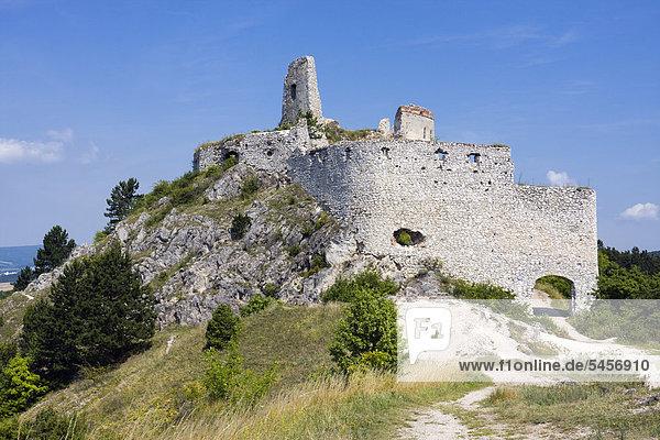 Burg zu Cachtice  Kreis NovÈ Mesto nad V·hom  Region Trencin  Slowakei  Europa