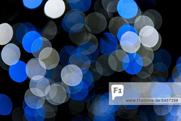 Blau-weiße Lichtpunkte