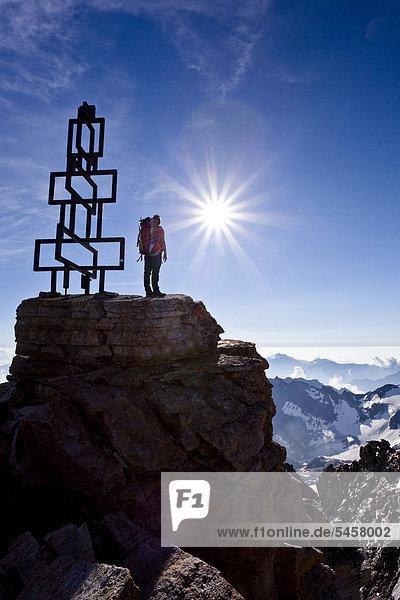Bergsteiger auf dem hohen Angulus im Ortlergebiet  Südtirol  Italien  Europa Bergsteiger auf dem hohen Angulus im Ortlergebiet, Südtirol, Italien, Europa