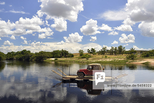 Manual car ferry in the Chapada Diamantina  Bahia  Brazil  South America