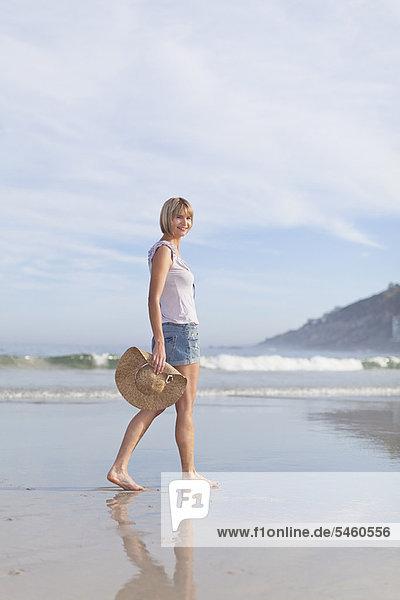 Frau  tragen  Strand  Hut  Strohhut  Stroh