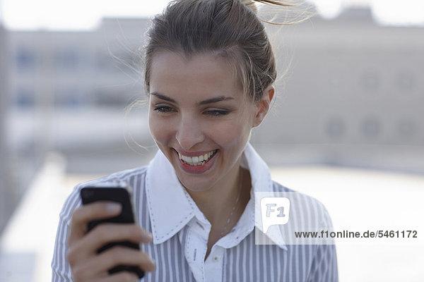Handy  benutzen  Geschäftsfrau