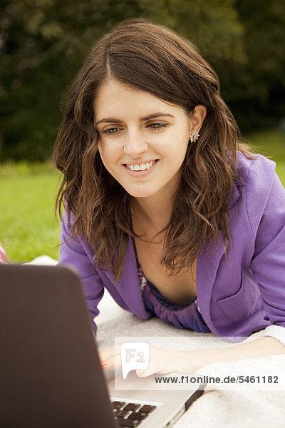 benutzen  Geschäftsfrau  Notebook