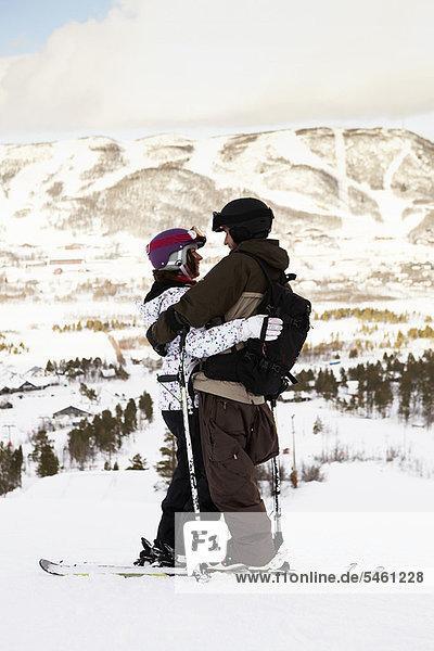 Berg  umarmen  hoch  oben  Ski