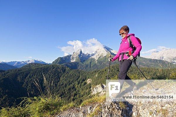 Frau beim Bergwandern am Watzmann  Berchtesgadener Land  Deutschland