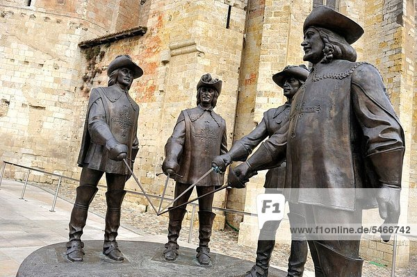 monumental statue of The Three Musketeers and d´Artagnan sculptor: Zurab Tsereteli at the foot of the Saint-Pierre Cathedral  Condom  Gers department  Midi-Pyrenees  southwest of France  Europe  Condom  Gers department  Midi-Pyrenees  southwest of France . monumental statue of The Three Musketeers and d´Artagnan sculptor: Zurab Tsereteli at the foot of the Saint-Pierre Cathedral  Condom  Gers department  Midi-Pyrenees  southwest of France  Europe  Condom  Gers department  Midi-Pyrenees  southwest of France  Europe