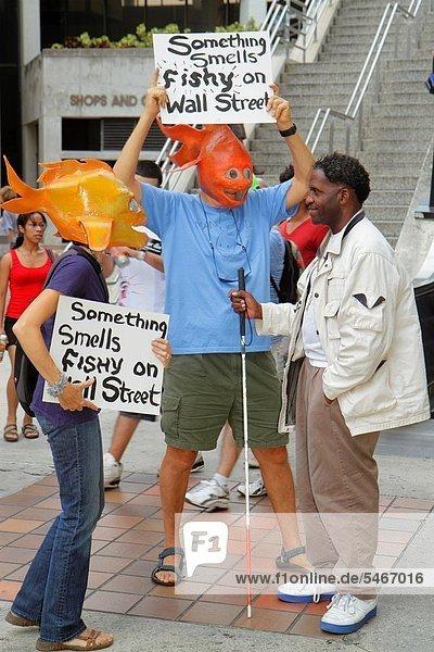 Frau  Mann  erklären  halten  Rebellion  Zeichen  schwarz  Nachricht  Poster  blind  Demonstration  Florida  Miami  Signal