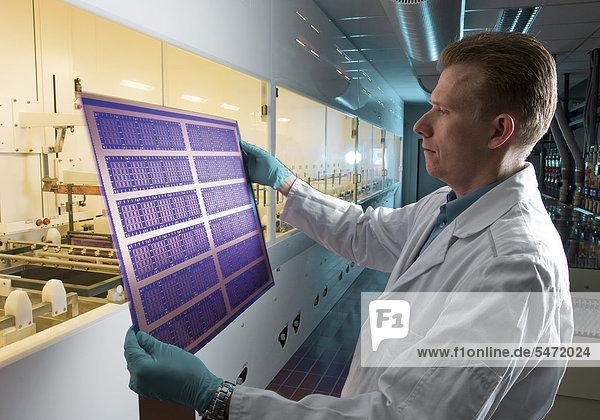 Substrattechnologie  Wissenschaftler