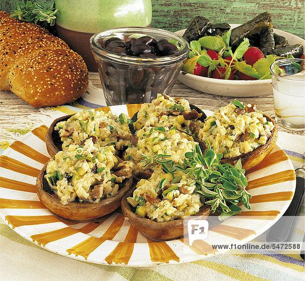 Champignons mit Feta-Rührei  Griechenland  Rezept gegen Gebühr erhältlich