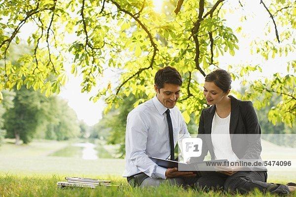 Außenaufnahme Mensch sehen Bericht Menschen Business freie Natur